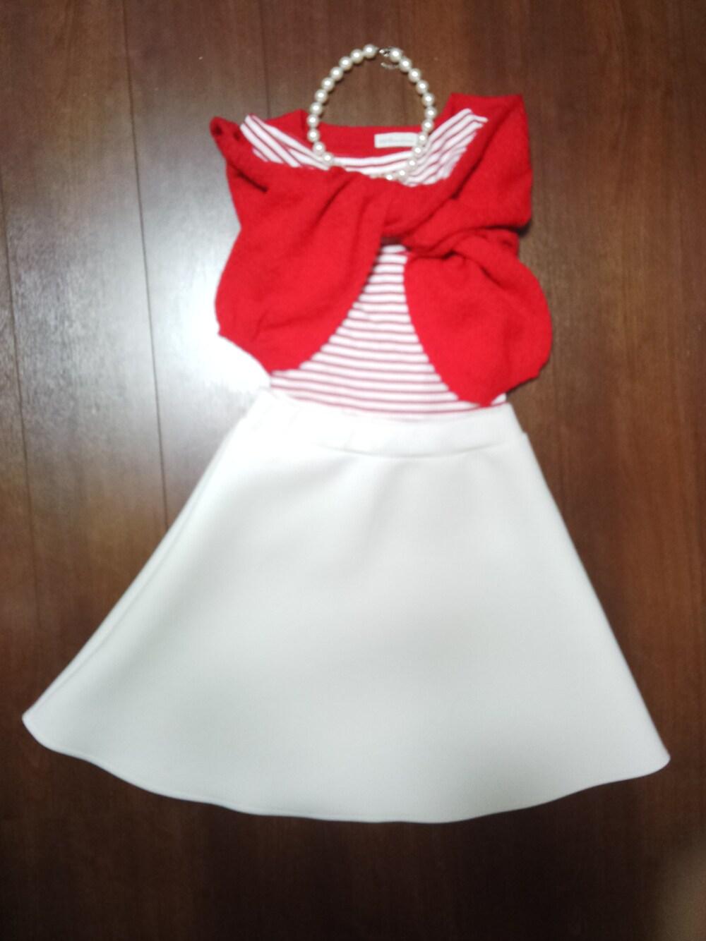 白のフレアスカートでおめかしコーデ