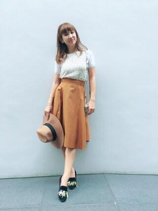 紗栄子さんの「シャンタンボリュームスカート(emmi|エミ)」を使ったコーディネート
