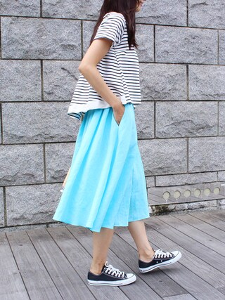 MODEROBE|MODEROBE.OFFICIALさんの「リネンフレアカラースカート(MODEROBE|モードローブ)」を使ったコーディネート