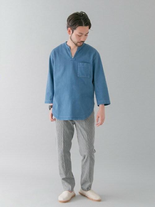 アーバンリサーチ 金沢百番街Rinto店東浦さんのシャツ/ブラウス「URBAN RESEARCH INDIGOキーネックシャツ(URBAN RESEARCH|アーバンリサーチ)」を使ったコーディネート