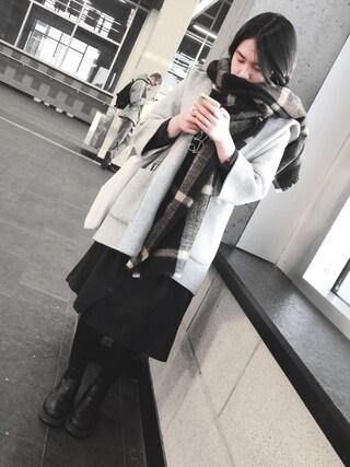 (H&M) using this Eva looks