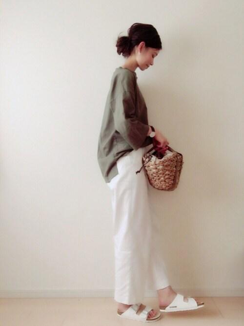 流行りのカーキシャツどう着る?上品に女性らしく着こなせるアイテム&コーデ術
