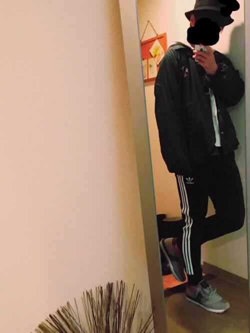 """うたまろ is wearing adidas """"メンズ アディダス リブ スーパースター ジャージパンツ adidas SST CUFFED TRACK PANTS AJ6960/AJ6961"""""""