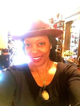 (H&M) using this Régine looks