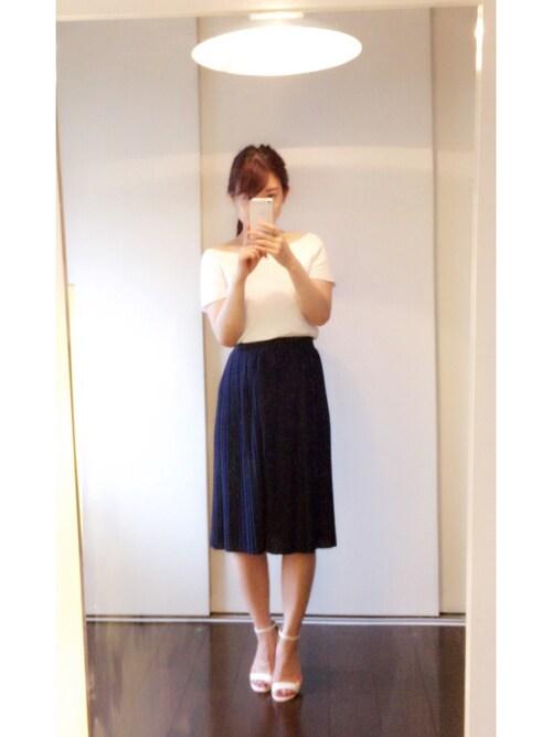保育園 相談会 紺のスカートとニット 30代