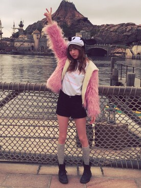 山本ソニアさんの「Unif Hooded Faux Fur Gemma Coat With Contrast Shearling Lining(Unif)」を使ったコーディネート