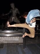 香港のブルースリー銅像の前で撮りました( ✧Д✧) カッ! 周りの外人達に拍手をされたのは、良い思い出ですm(_ _)m笑