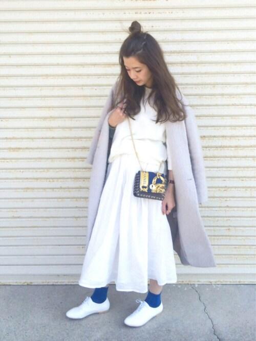 白のボリュームスカート 30代向けキレイめスタイル 冬 コート