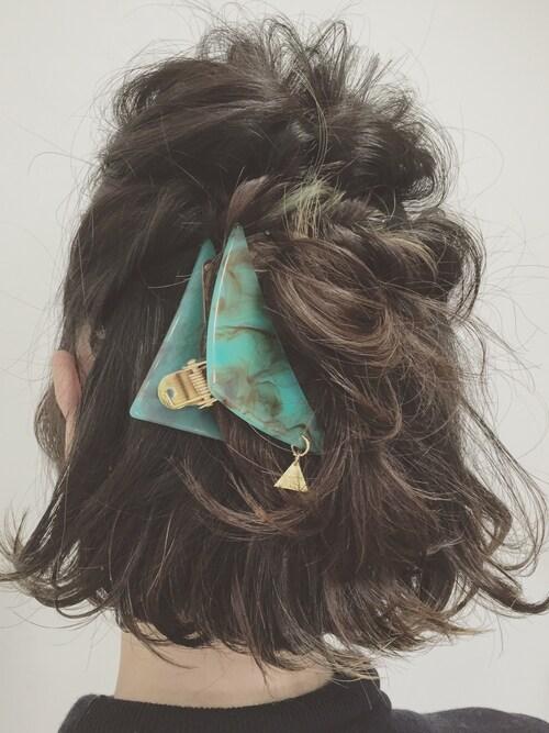 三角クリップが大人気♡簡単オシャレな挟むだけのヘアアクセサリーって?