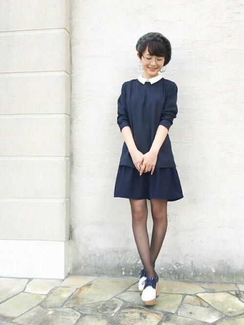 襟付きデザインの長袖ドレスの参考コーディネート画像