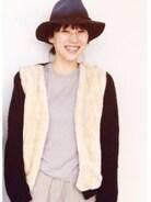 ファー付きのニットはとても暖かくて重宝しています。薄いトーンで帽子をポイントに。