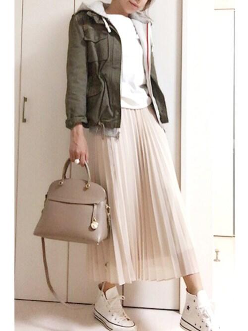 チュールスカートにパーカーも可愛いですよ。