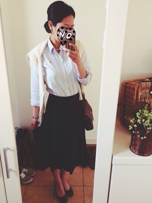 シャツとスカートのシンプルコーデ