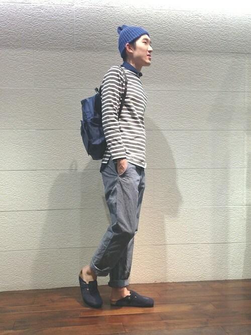 ルミノアバスクシャツ×グレーコーデ 画像1