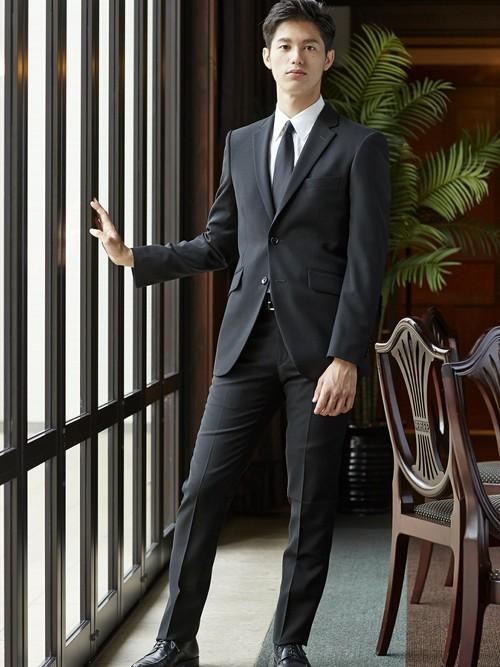 ビジネススーツと礼服の違い