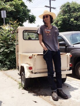 "A BENCH AT THE GREENE employee RYOTA MIYOSHI is wearing BEN DAVIS BLACKOUT COLLECTION ""STRAIGHT JEAN RED LINE"""