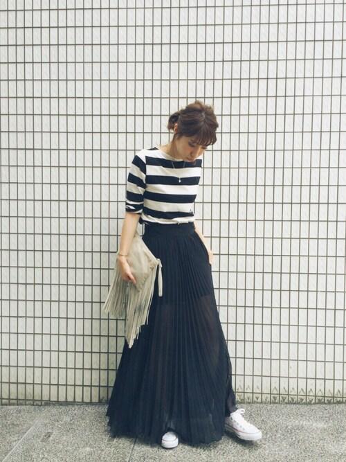 ZARA 黒のプリーツスカート スニーカー ボーダーTシャツ