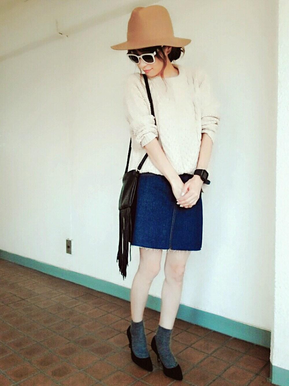 白のケーブルニット デニムスカート