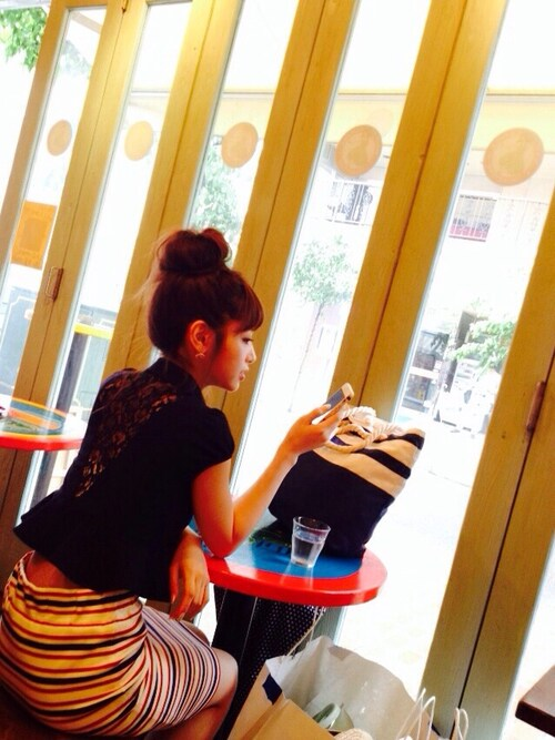 くみっきー ミコアメリ黒レーシートップスにタイトスカート 夏コーディネイト 画像