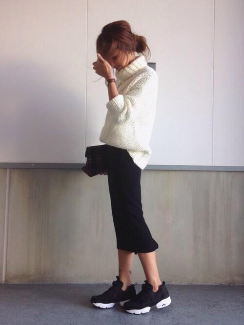 白ざっくりゆるニットと黒のタイトスカートのcoordinate 冬~秋