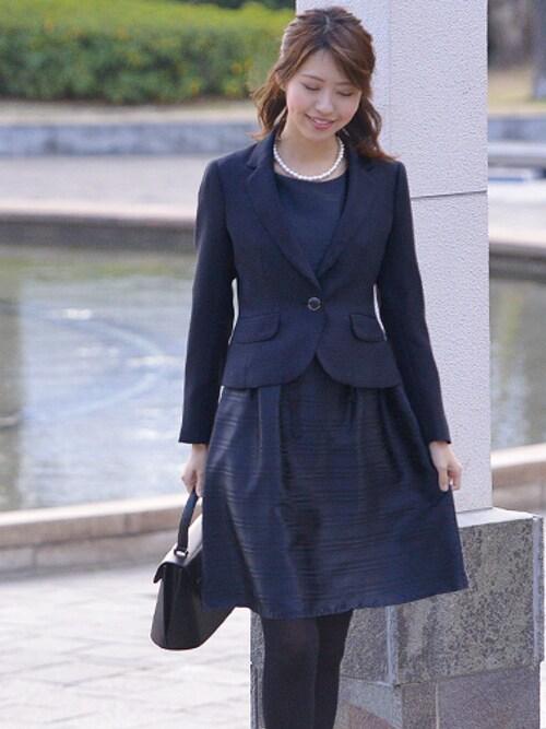 卒園式にも使える母向け紺のワンピーススーツ