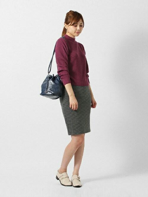 コーデしやすいベーシックカラーの巾着バッグ