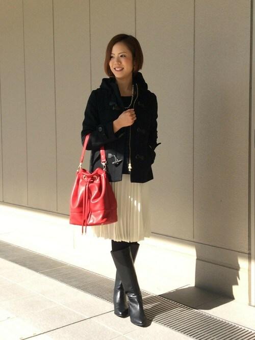 赤の巾着バッグでフェミニンコーデ