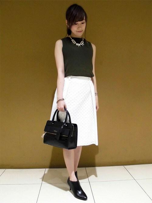 お嬢様白スカートのモノトーンコーデ