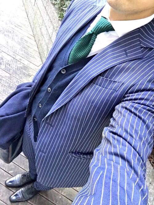 gencho☆氏がWEARに投稿したコーデ|普段のスーツスタイルにニットタイを合わせるだけでも、こなれた感じがグッとUP。写真のようにティンプルが綺麗に作れると、よりお洒落です!