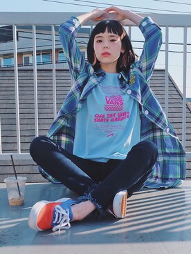 "瀬戸あゆみ is wearing VANS ""VANS GARAGE BURGER Tシャツ"""