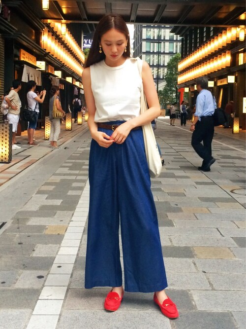 春夏 赤のモカシン シンプルファッション写真