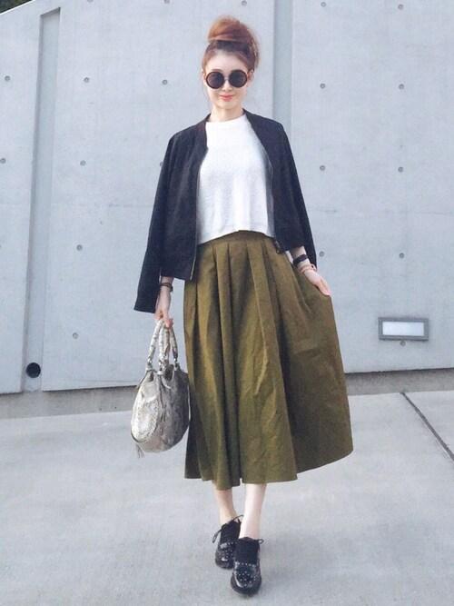 レディなミモレ丈スカートでエレガントな装いを
