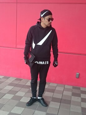 "にいる is wearing NIKE ""Nike Cotton-Blend Tech-Fleece Sweatpants"""