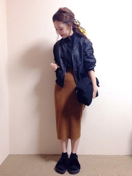 黒MA-1×キャメルスカート