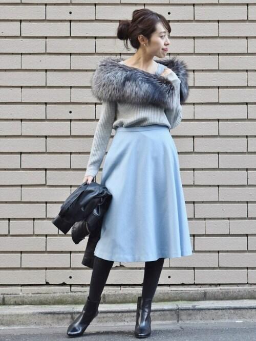 #女性らしい印象ならスカート